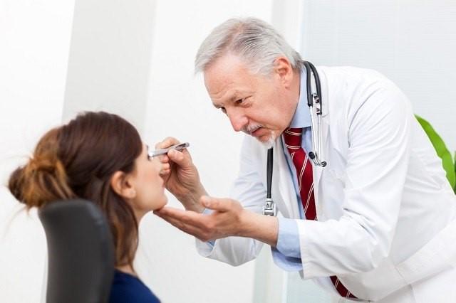Rajin memeriksakan ke dokter mata